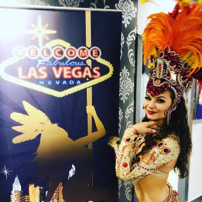 Manta Ray Events - Vegas Showgirl
